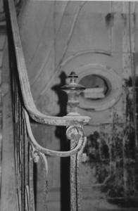 Viel escalier d'une douce maison charentaise quelqe part du coté de Jonzac